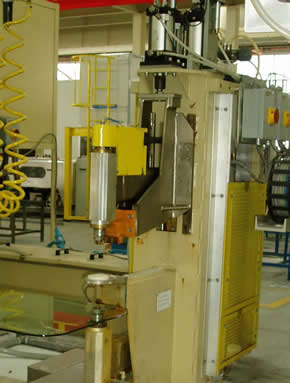 Automatic Glass Loading Machine with Tilted Arms, Vacuum Suction Cups & Belt Conveyor